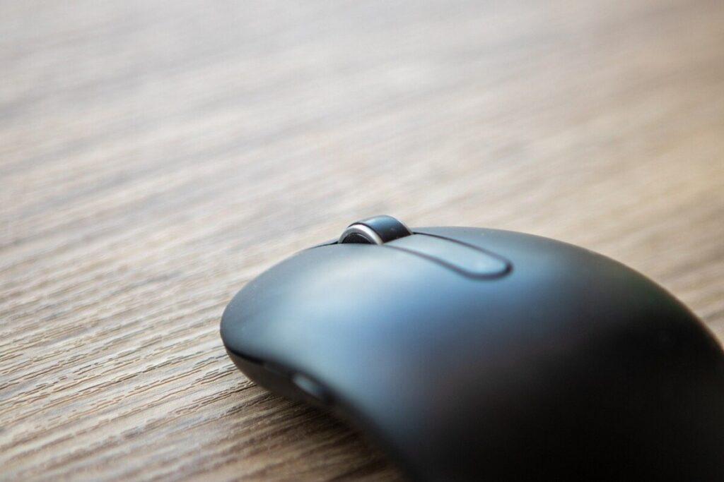 Co zrobić jeśli scroll w myszy wariuje i skacze?
