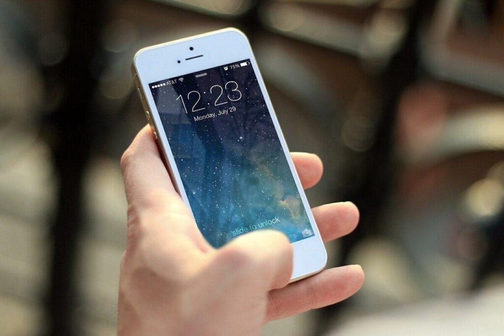 Jak sprawdzić model telefonu w Android lub na iPhone z iOS